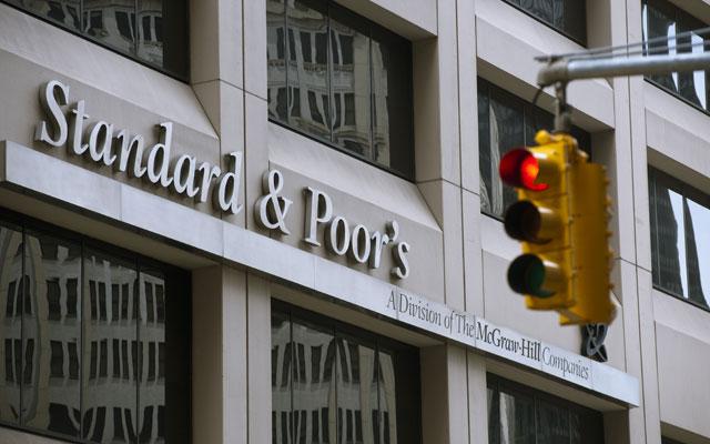 S&P'den Türkiye'ye not indirimi